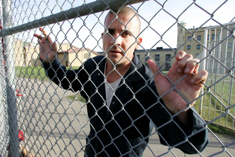 Dominic Purcell in una immagine promo della serie tv Prison Break