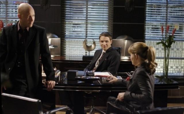 Erica Durance con Michael Rosenbaum e Michael Cassidy in una scena dell'episodio ' Mostro da meteorite ' della serie tv Smallville