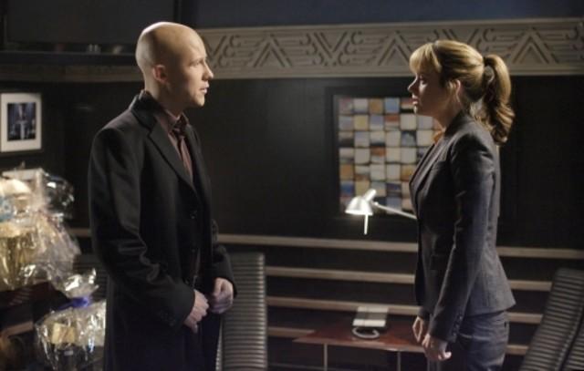 Erica Durance con Michael Rosenbaum in una scena dell'episodio ' Mostro da meteorite ' della serie tv Smallville