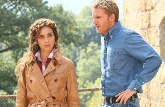 Gioia Spaziani e Kaspar Capparoni in una scena della fiction Al di là del lago