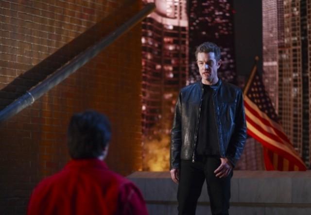 James Marsters e di spalle Tom Welling in una scena d'azione dell'episodio ' Veritas ' della settima stagione di Smallville