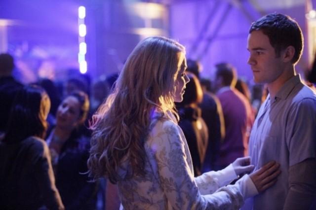 Laura Vandervoort e Aaron Ashmore nell'episodio ' Hero ' della settima stagione della serie tv Smallville