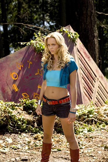 Laura Vandervoort è un abitante di Krypton, Kara, nell'episodio 'Kara' della serie tv Smallville