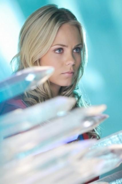 Laura Vandervoort in una scena dell'episodio ' L'anello Blu ' della settima stagione di Smallville