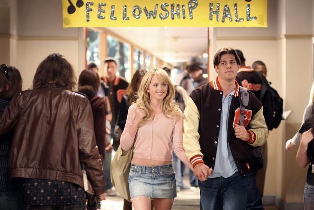 Megan Park e Greg Finley in una scena dell'episodio Innamorarsi  de La vita segreta di una teenager americana