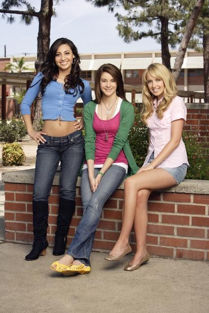 Megan Park, Francia Raisa e Shailene Woodley in una immagine promozionale de La vita segreta di una teenager americana