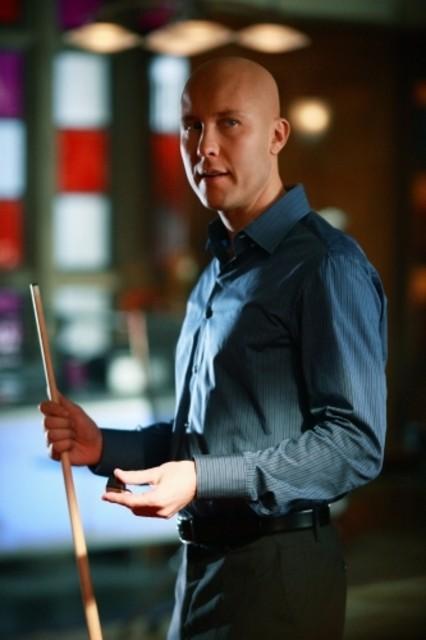 Michael Rosenbaum in una scena dell'episodio ' L'anello Blu ' della settima stagione di Smallville