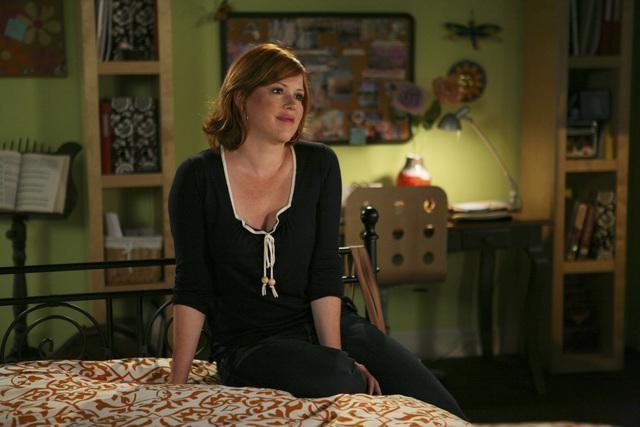 Molly Ringwald in una scena dell'episodio La proposta di matrimonio de La vita segreta di una teenager americana