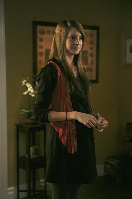 Shailene Woodley in una scena dell'episodio Chocolate Cake de La vita segreta di una teenager americana