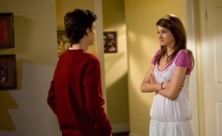 Shailene Woodley in una scena dell'episodio Primi segnali de La vita segreta di una teenager americana