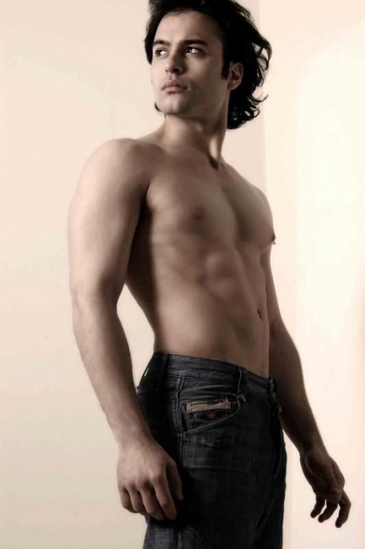Una immagine sexy di Gianluca Testa