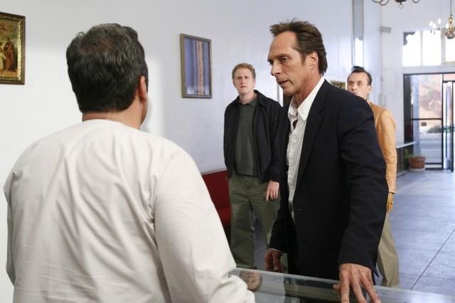 William Fichtner, Robert Knepper e Michael Rapaport in una scena dell'episodio The Mother Lode di Prison Break