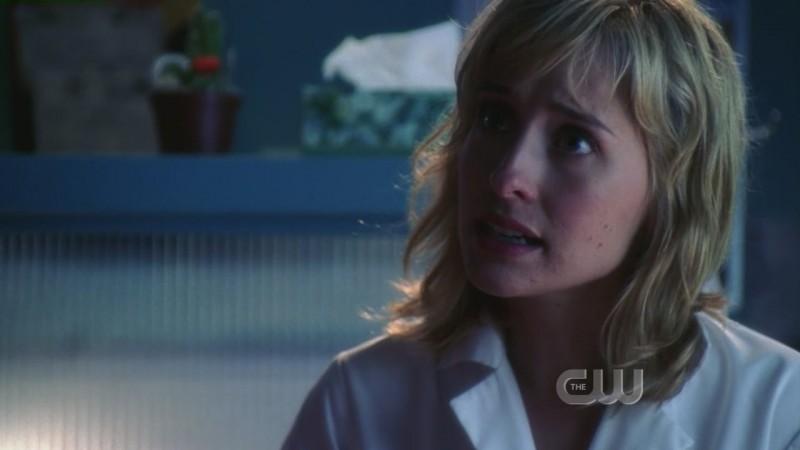 Allison Mack in una scena dell'episodio 'Il sole giallo' della serie tv Smallville