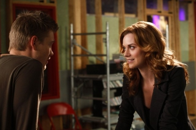 Chad Michael Murray e Hilarie Burton in una scena dell'episodio Screenwriter's Blues di One Tree Hill