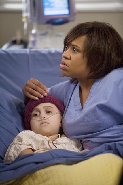 Chandra Wilson in una scena dell'episodio Sweet Surrender di Grey's Anatomy