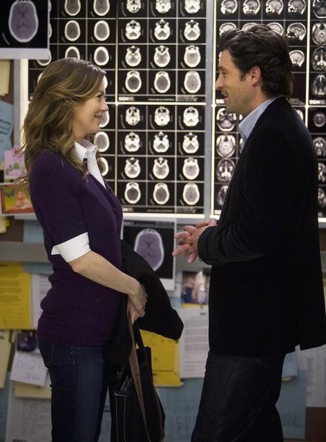 Ellen Pompeo e Patrick Dempsey in una scena dell'episodio Elevator Love Letter di Grey's Anatomy