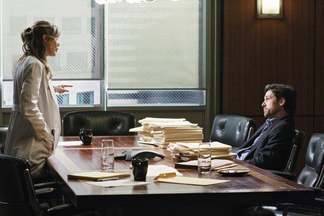 Ellen Pompeo e Patrick Dempsey in una scena dell'episodio I Will Follow You Into the Dark di Grey's Anatomy