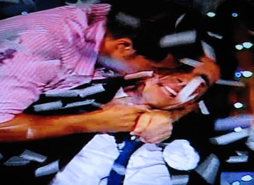 Ferdi Berisa, il vincitore del Grande Fratello 9, si lascia abbracciare da Marcello, il secondo classificato