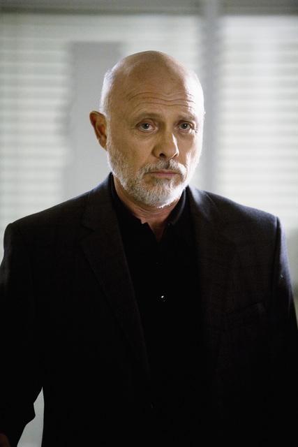 Hector Elizondo in una scena dell'episodio Sweet Surrender di Grey's Anatomy