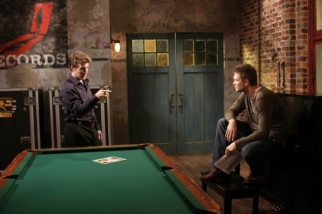 James Van Der Beek e Chad Michael Murray in una scena dell'episodio Screenwriter's Blues di One Tree Hill