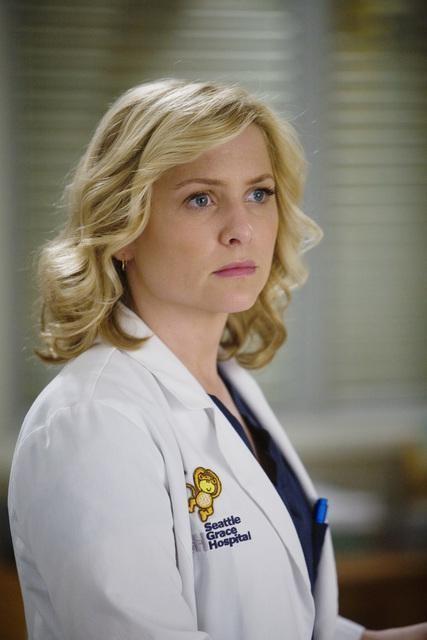 Jessica Capshaw in una scena dell'episodio Sweet Surrender di Grey's Anatomy