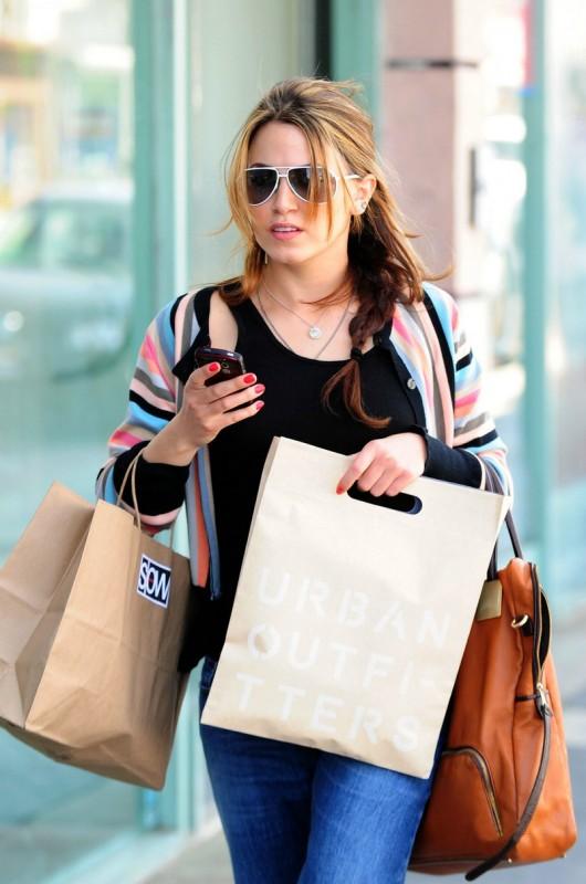 Nikki Reed in strada