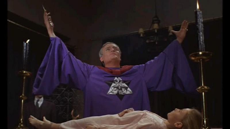 Una sequenza del sacrificio umano in The Devil Rides Out (1968)