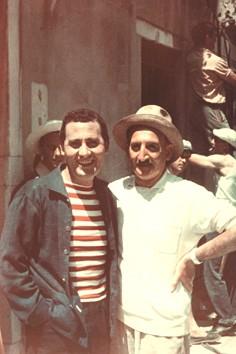Valentino Brosio con Alberto Sordi durante le riprese di Venezia, la luna e tu (1958)