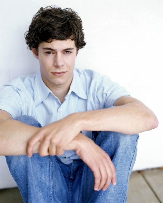 Adam Brody in una foto promozionale