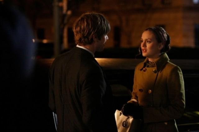 Chace Crawford e Leighton Meester in una scena dell'episodio Seder Anything di Gossip Girl