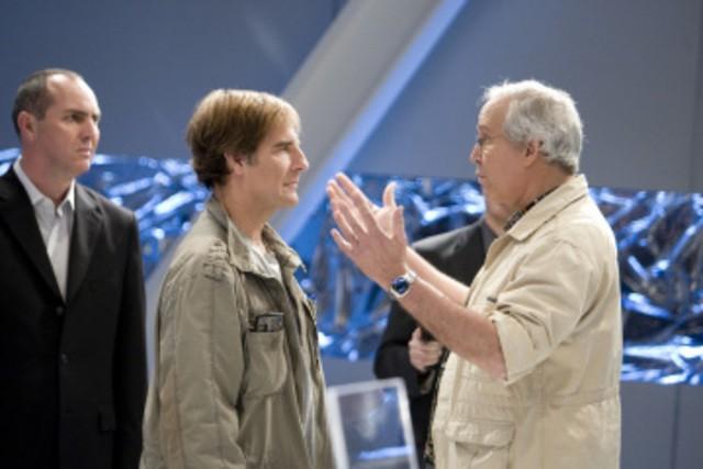 Chevy Chase insieme a Scott Bakula in una scena dell'episodio 'Chuck Versus the Dream Job' della serie tv Chuck