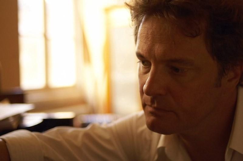 Colin Firth in una scena del film Genova
