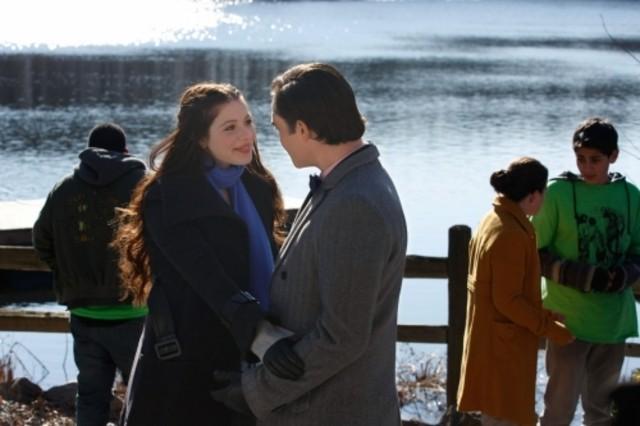 Ed Westwick e Michelle Trachtenberg in una scena dell'episodio Southern Gentlemen Prefer Blondes di Gossip Girl