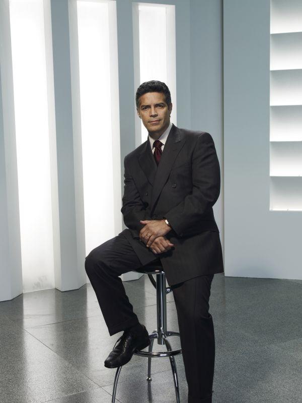 Esai Morales è Joseph Adama nella serie Caprica