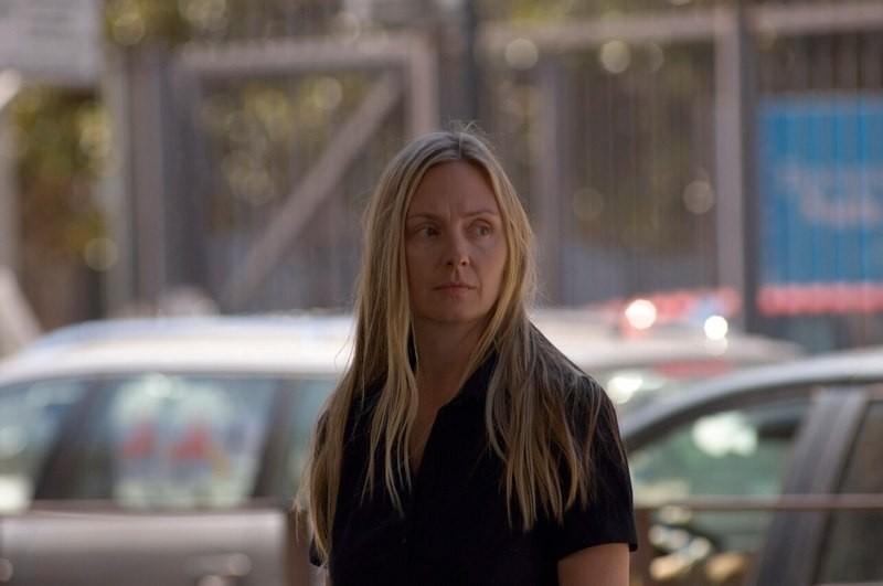 Hope Davis in una scena del film Genova