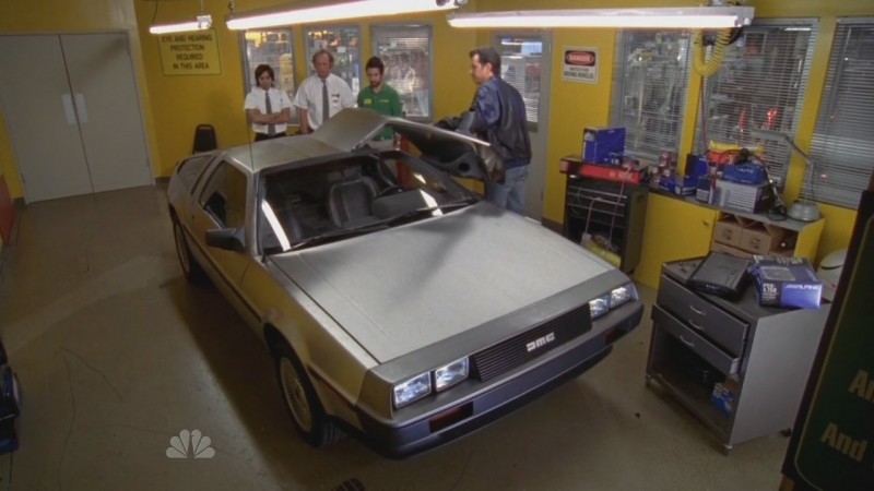 La fantastica DeLorean in una scena dell'episodio 'Chuck Versus the DeLorean' della seconda stagione di Chuck