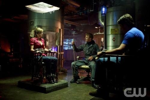 Lois e Clark prigionieri nell'episodio Committed di Smallville
