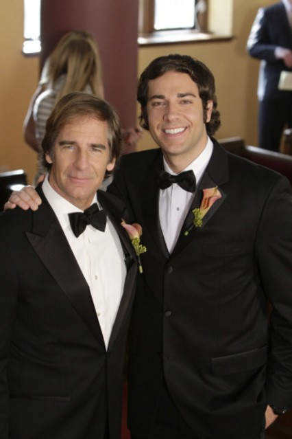Scott Bakula e Zachary Levi in un momento sul set dell'episodio 'Chuck Versus The Ring' della serie tv Chuck