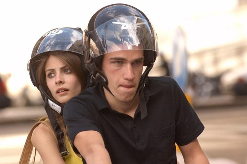 Willa Holland in una scena del film Genova