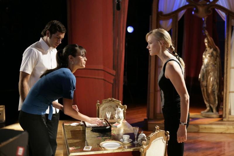 Yvonne Starhovski, Zachary Levi e Jordana Brewster nell'episodio 'Chuck Versus the Fat Lady' della seconda stagione di Chuck