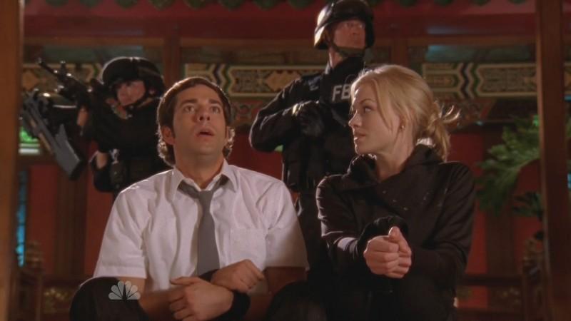 Yvonne Strahorvski insieme a Zachary Levi, nell'episodio 'Chuck Versus the Sensei ' della serie televisiva Chuck