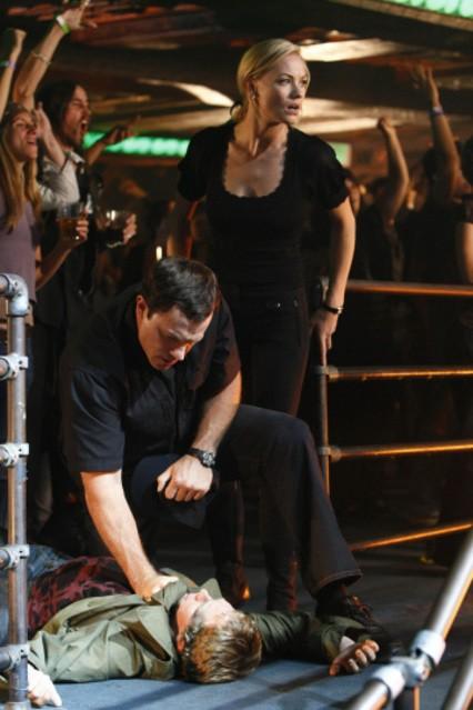 Yvonne Strahovski con Adam Baldwin in una scena dell'episodio 'Chuck Versus the Third Dimension ' della serie tv Chuck