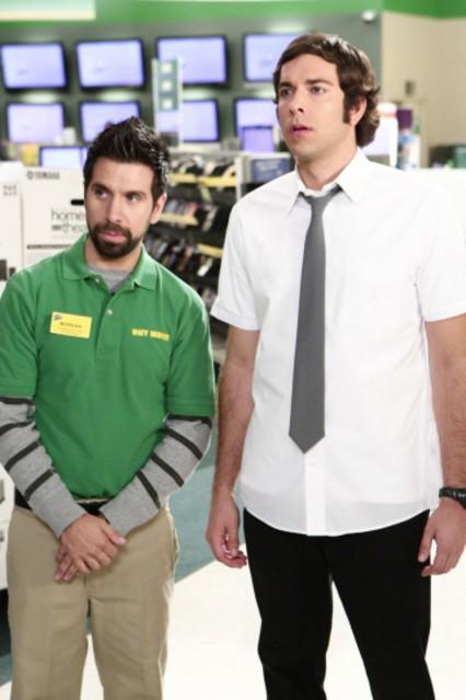 Zachary Levi con Joshua Gomez in una scena dell'episodio ' Chuck Versus the Beefcake' della serie televisiva Chuck
