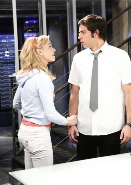 Zachary Levi con Yvonne Strahovski in una scena dell'episodio 'Chuck Versus the Lethal Weapon' della seconda stagione di Chuck