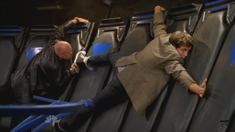 Zachary Levi e Patrick Kilpatrick in una scena movimentata nell'episodio 'Chuck Versus The Gravitron' della serie tv Chuck