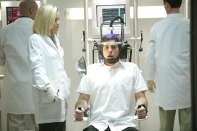 Zachary Levi e Jenny McCarthy in una scena dell'episodio 'Chuck Versus the Suburbs ' della serie tv Chuck