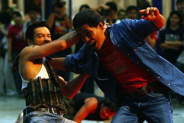 Akara Amarttayakul in una scena di lotta di Muay thai Chaiya