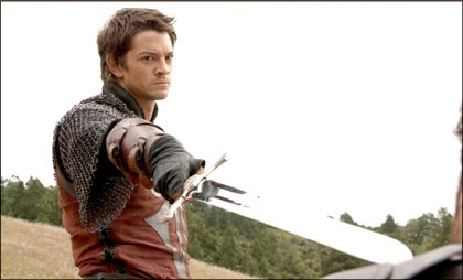 Craig Horner in una scena dell'episodio 'Deception' della prima stagione della serie tv Legend of the Seeker
