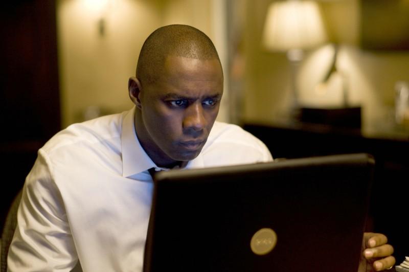 Idris Elba in una scena del film Obsessed