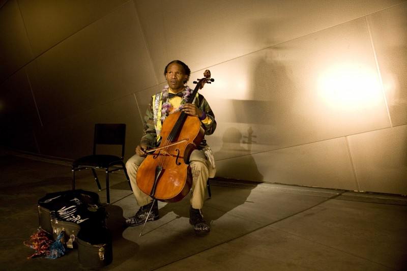 Jamie Foxx interpreta il musicista senzatetto Nathaniel Ayers nel film The Soloist